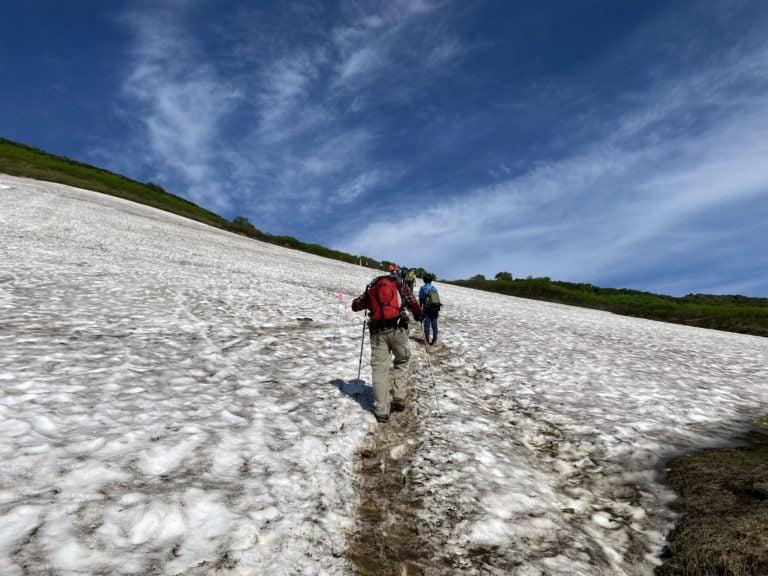 雪渓登山-768x576